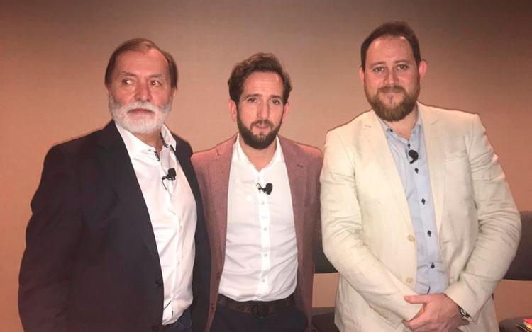 Con Samuel Castrode Iberseries, Raúl Be...