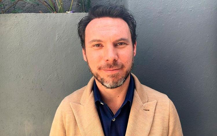 Con el productor Leonardo Zimbrón, fundador d...