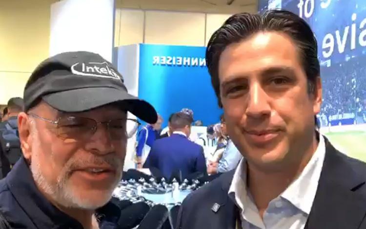 Con Julio Bracho director de Ventas Sennheise...