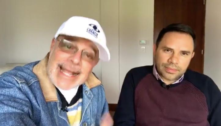 Con el escritor colombiano Juan Andrés Granad...
