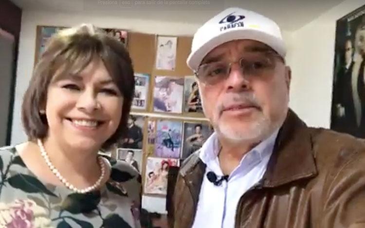 Con la mánager Claudia Flórez, desde su ofici...