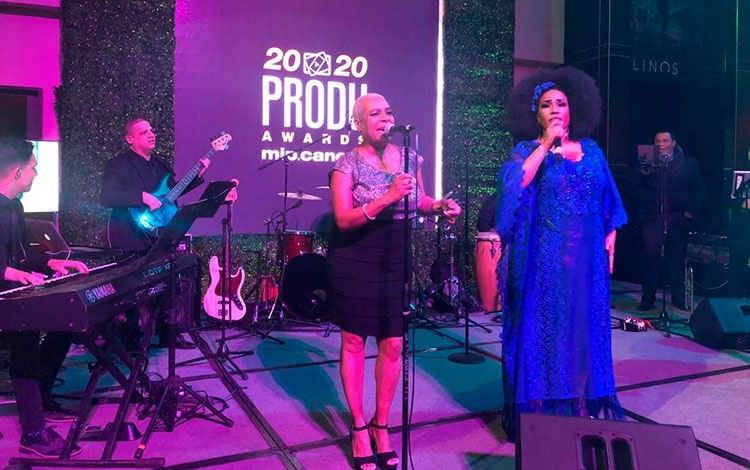 Show en el agasajo de los PRODU Awards con Ay...